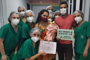 Esperança: bebê de 36 dias vence a Covid-19 e recebe alta da UTI Neonatal do HCL